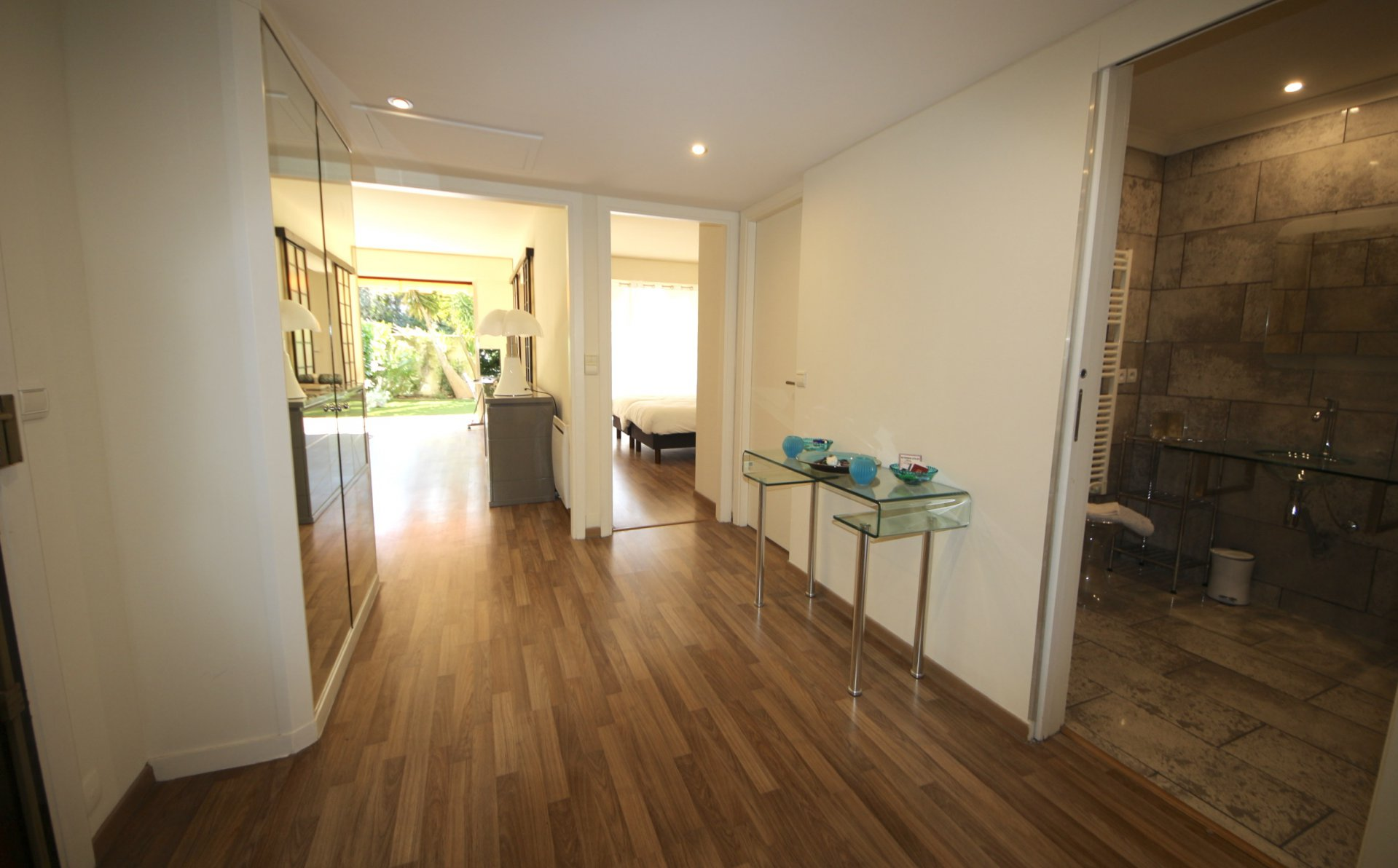 Cannes Montrose, Nice renovated 2 bedrooms apartment 81sqm with cellar and 2 parking places