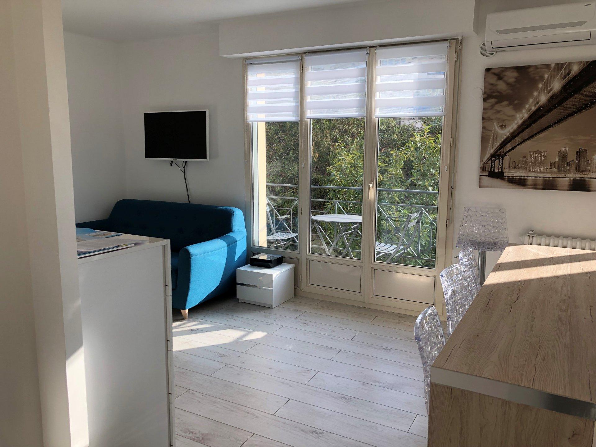 Cannes - studio with balcony