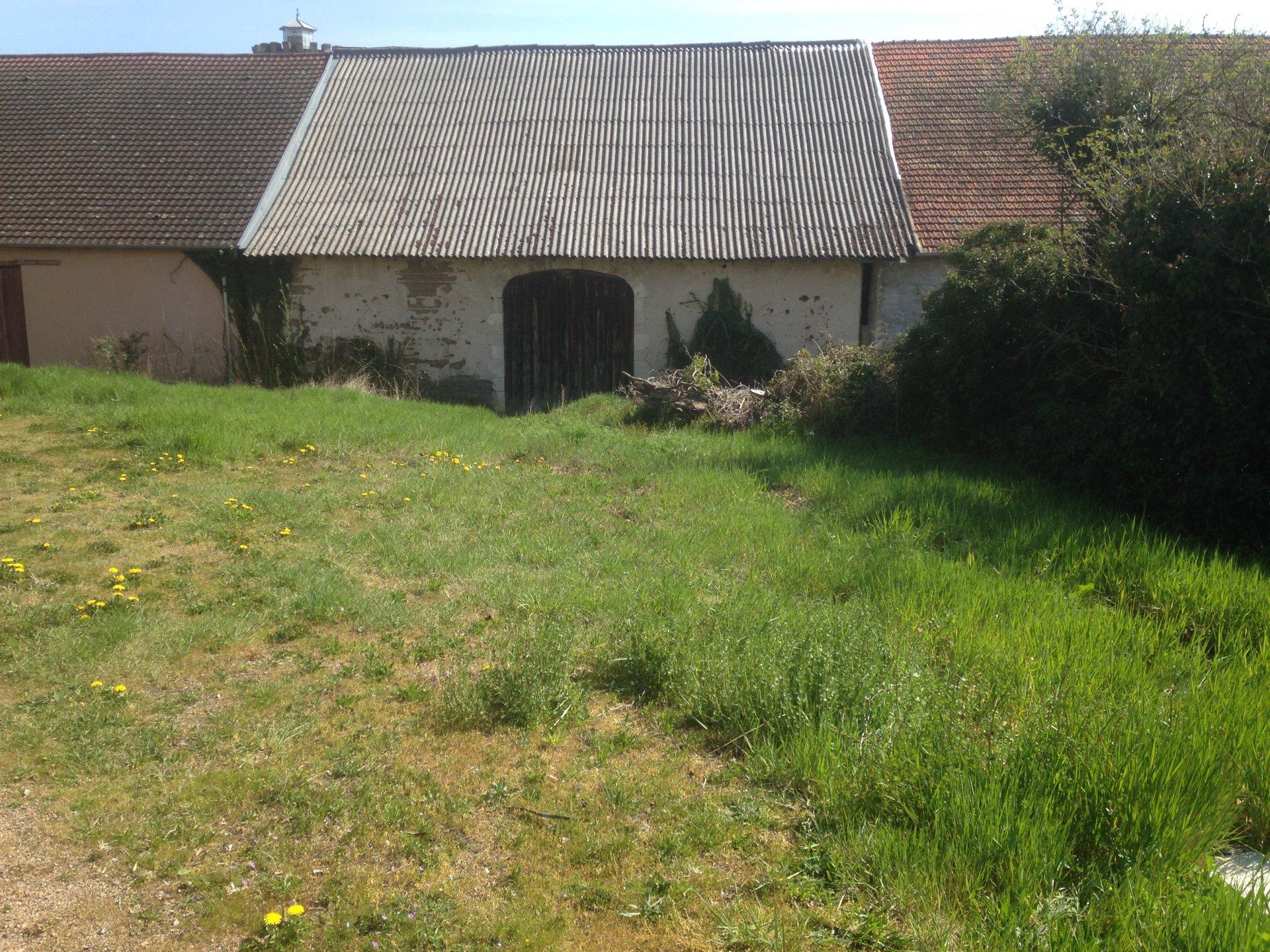 5679AJG GRANGE av petit terrain - 10mn Vichy,