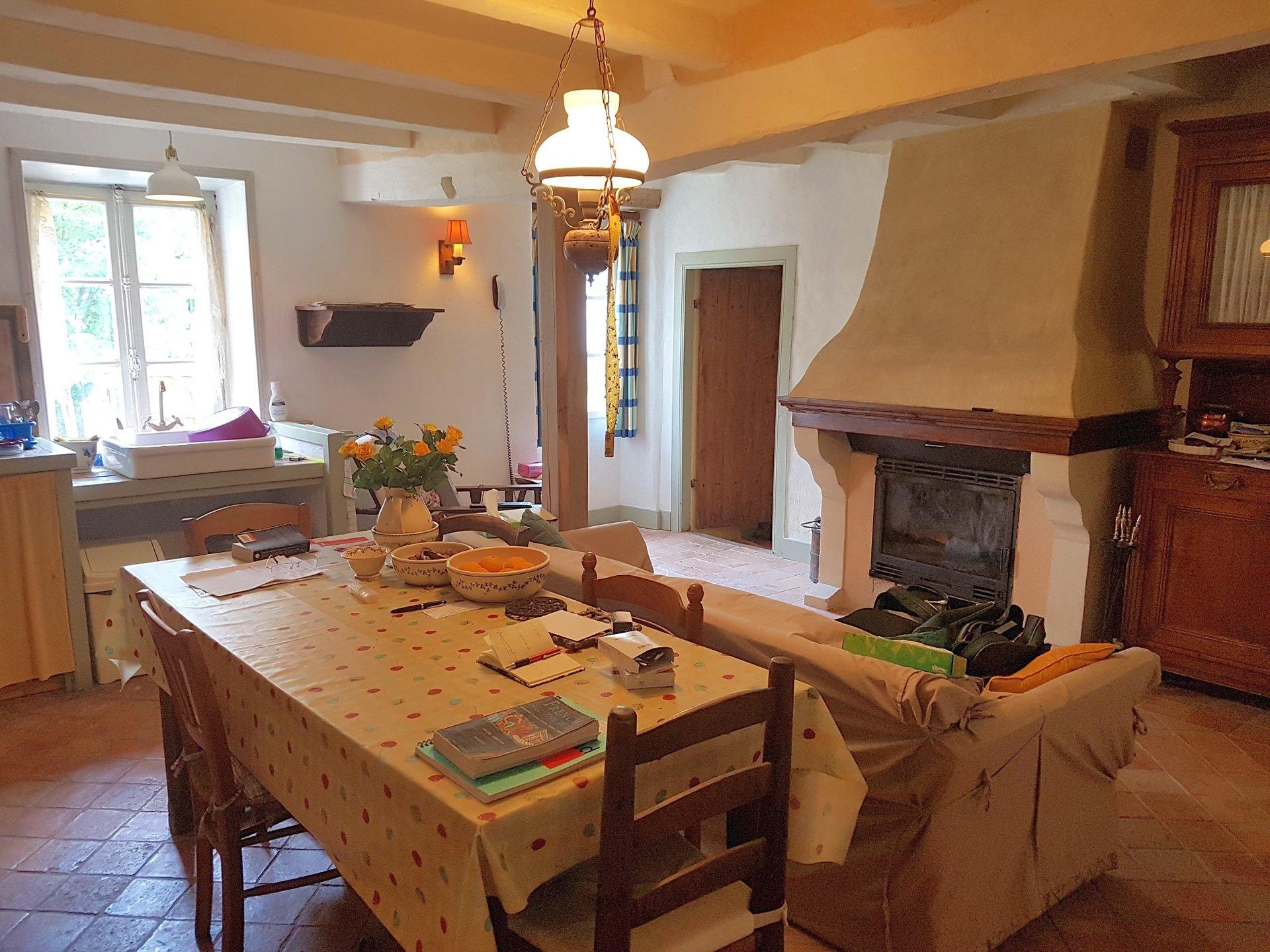 Proche Montmorillon, Vienne 86: superbe maison avec terrain