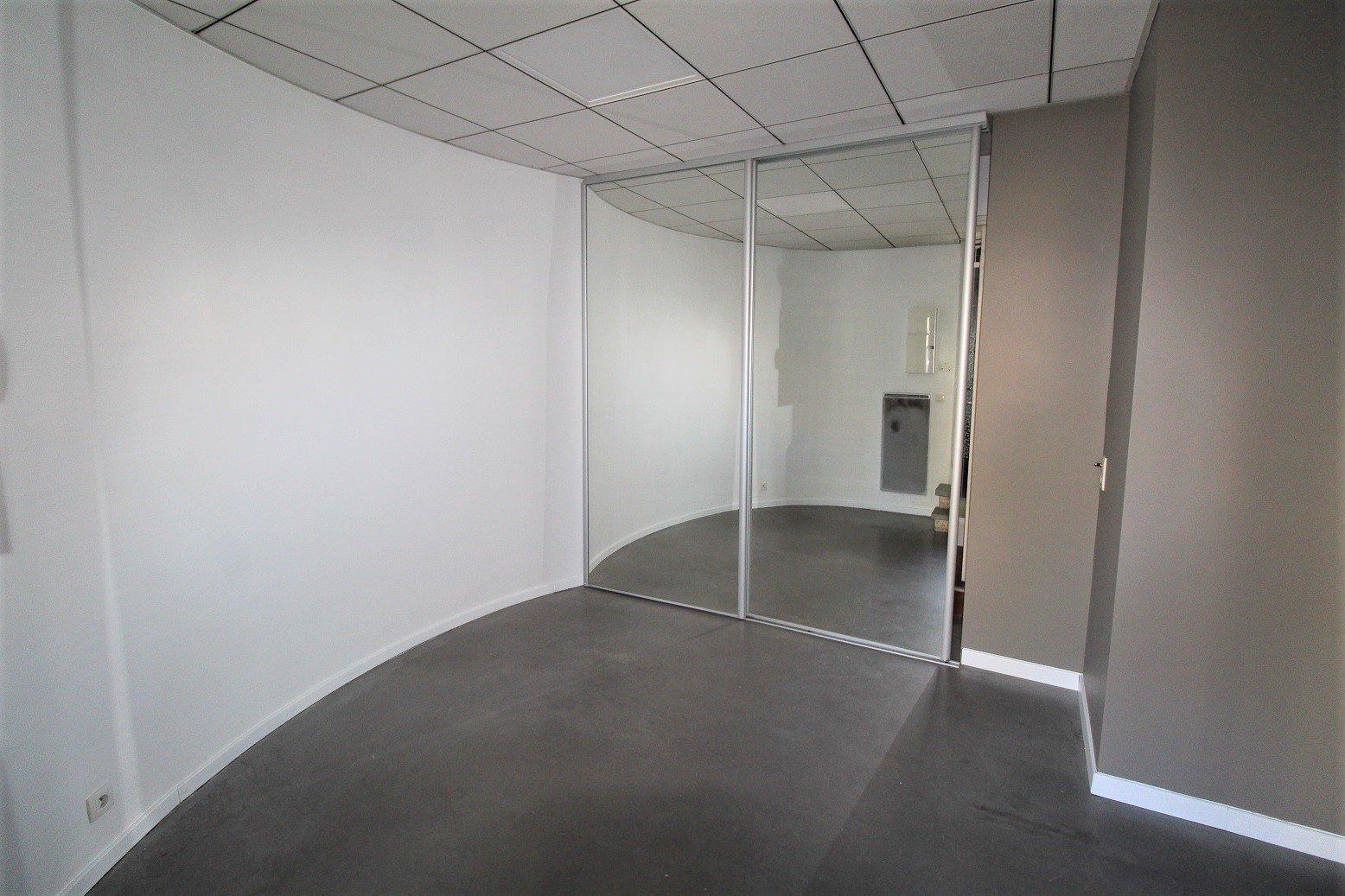 Busca - Pont des Demoiselles -Local commercial de 36 m².