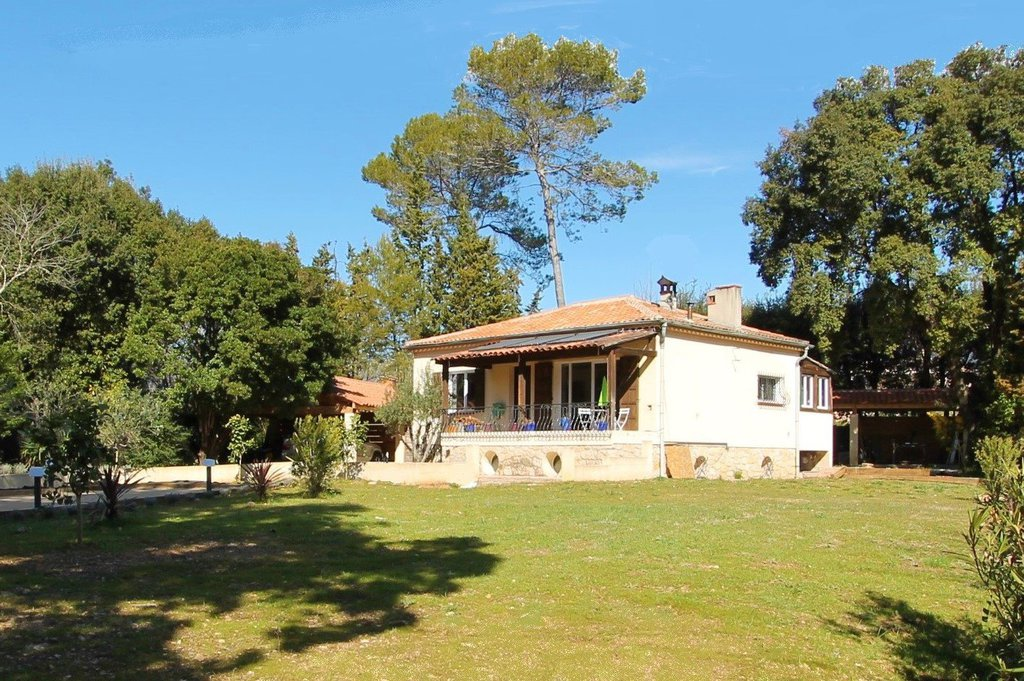 Roquefort les Pins, Belle villa au grand calme !