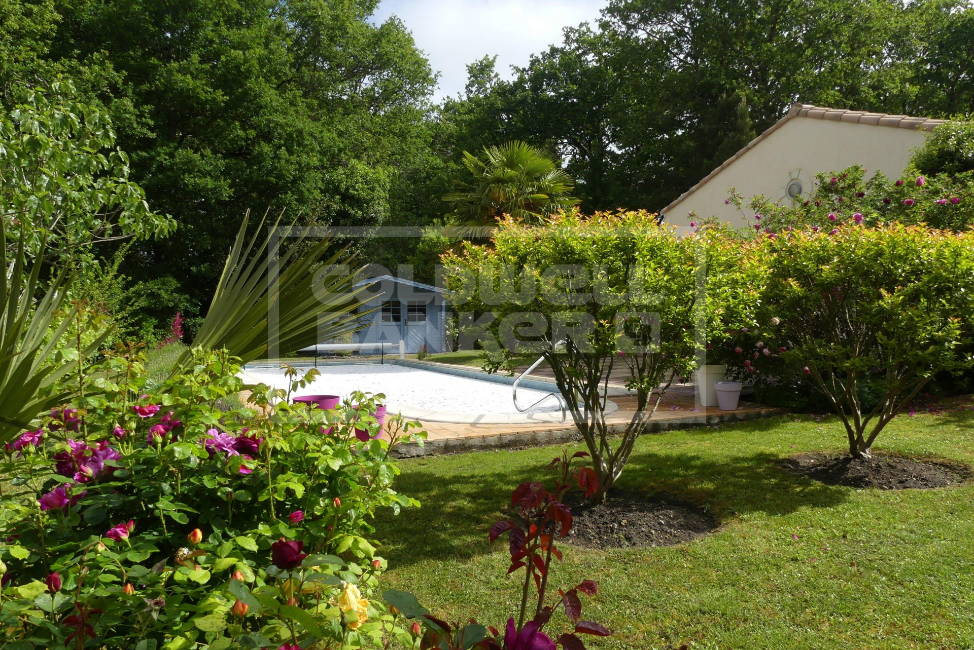 For Sale, Family Home in Chaillevette, large living areas, 206 sqm