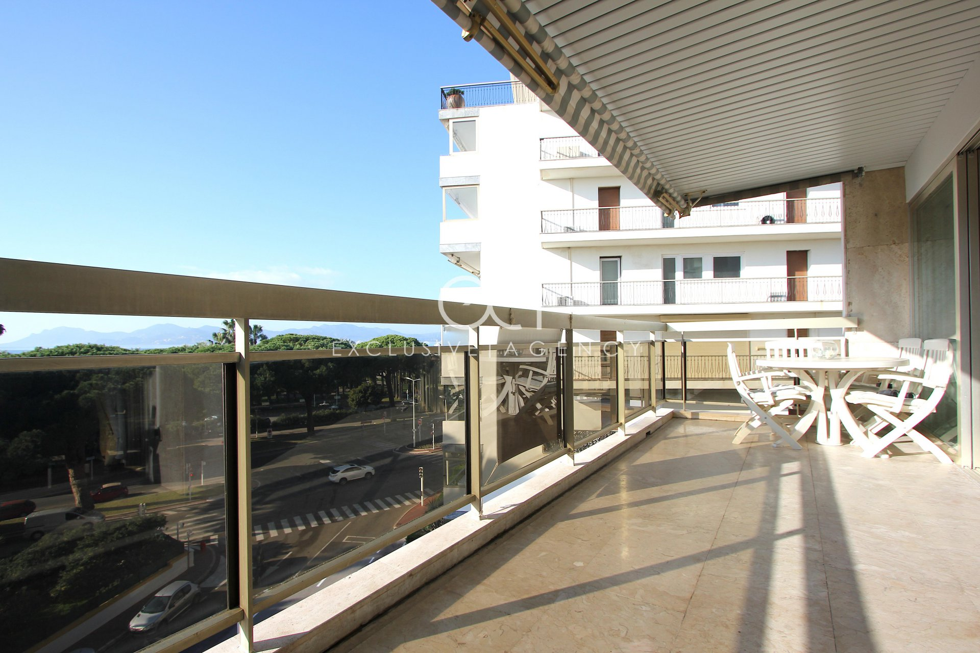 FOR SALE CROISETTE 3 room apartment of 87m2 with sea view