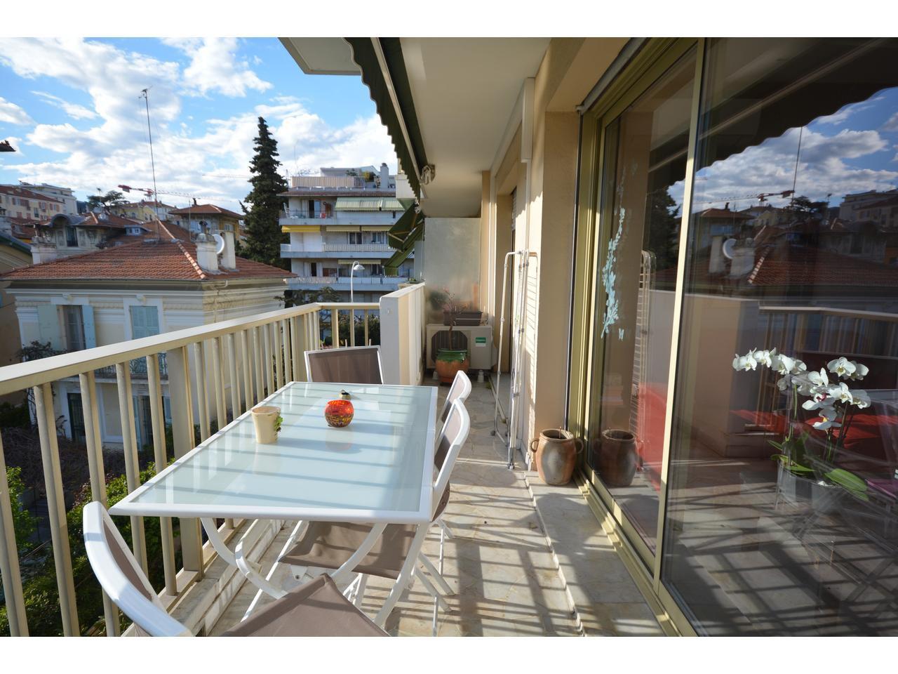 F2 POETES 60m² avec terrasse et parking