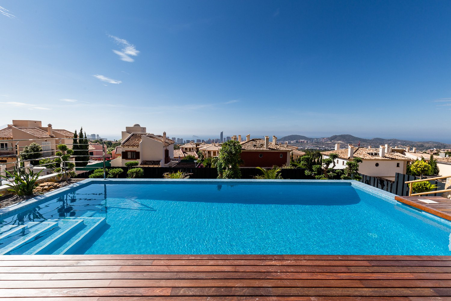 Luxury villa with panoramic views to the sea in Finestrat