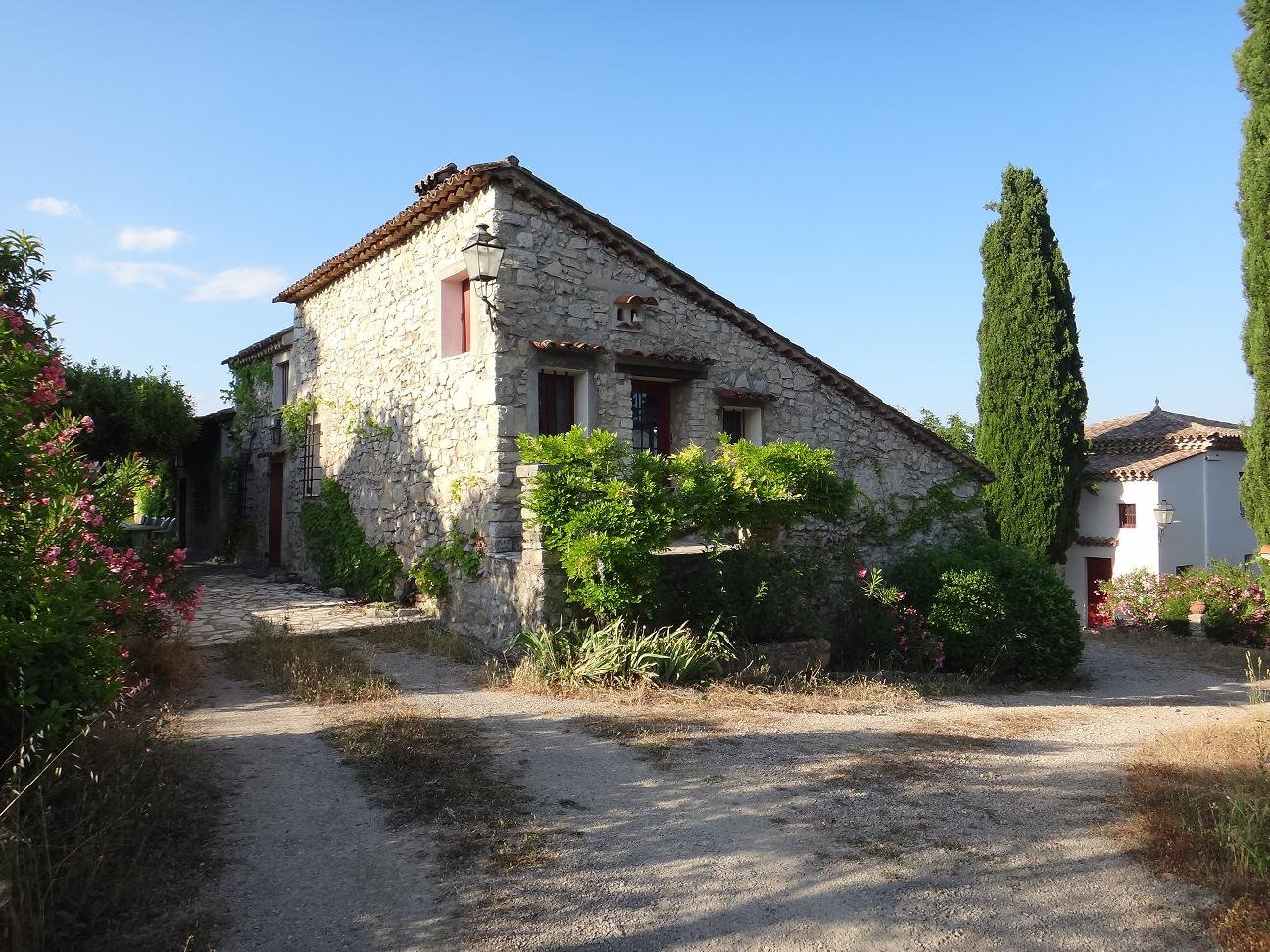 Old house with dependance on a plot of 4500m²