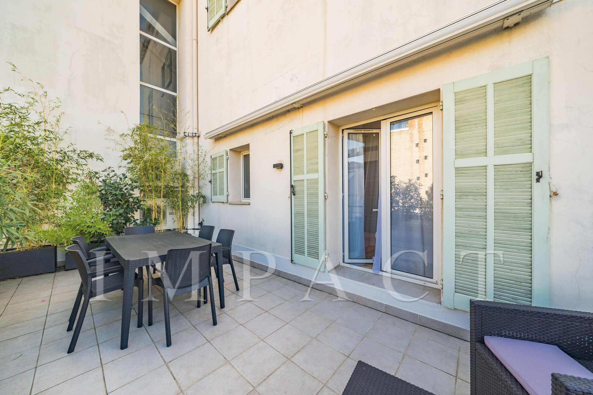 Apartment 4 bedrooms for sale Cannes Banane rue d'Antibes