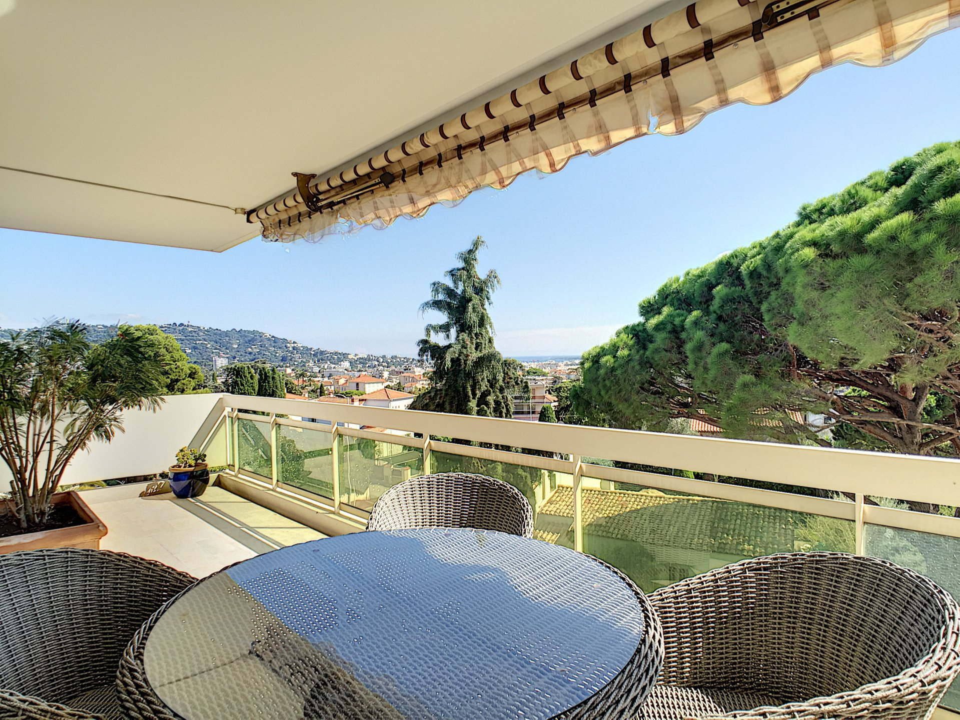 Cannes- 4P- 110 m²- Top floor- sea view