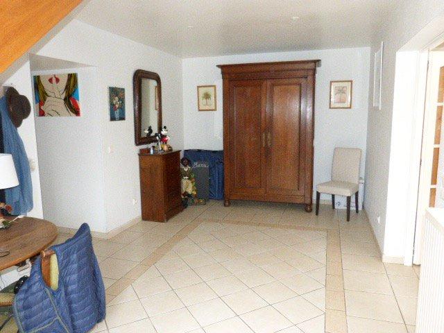 En village, au calme et sans vis à vis, maison de 280 m²