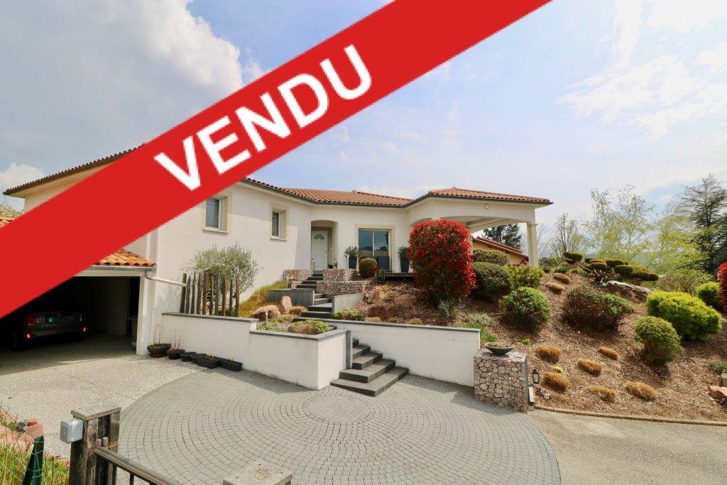 Maison 200 m² + dépendances sur 1500 m² terrain