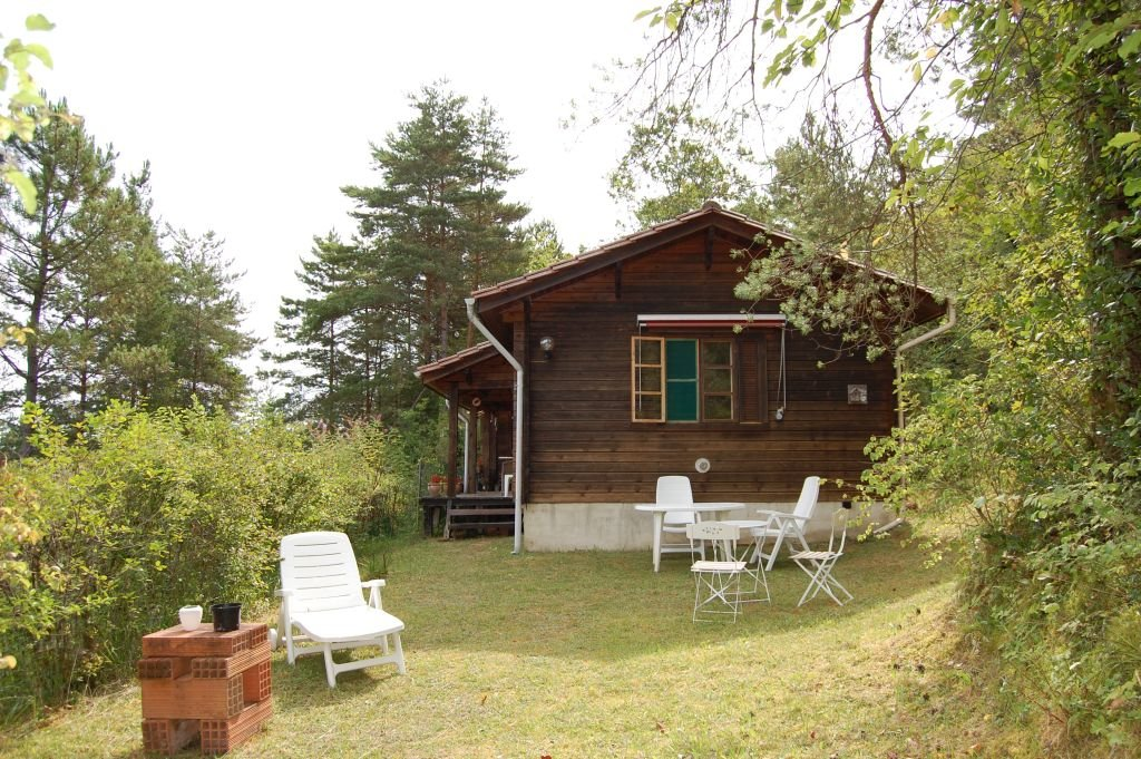 DORDOGNE - Very calm situation for this Finnish chalet with studio and panoramic views