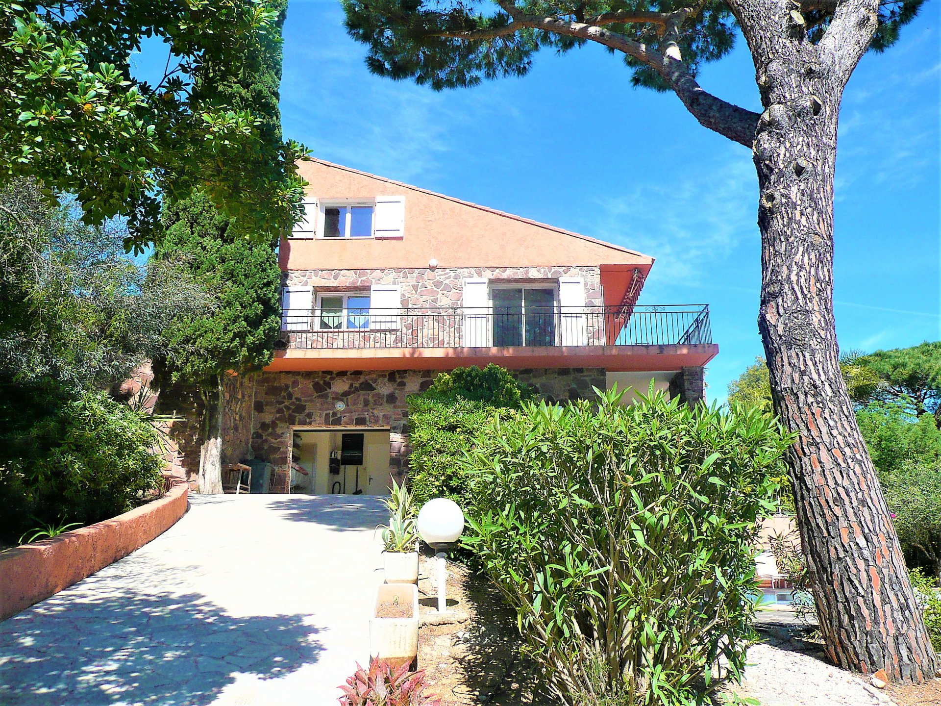 Charming villa with panoramic sea view, 300m from the beach