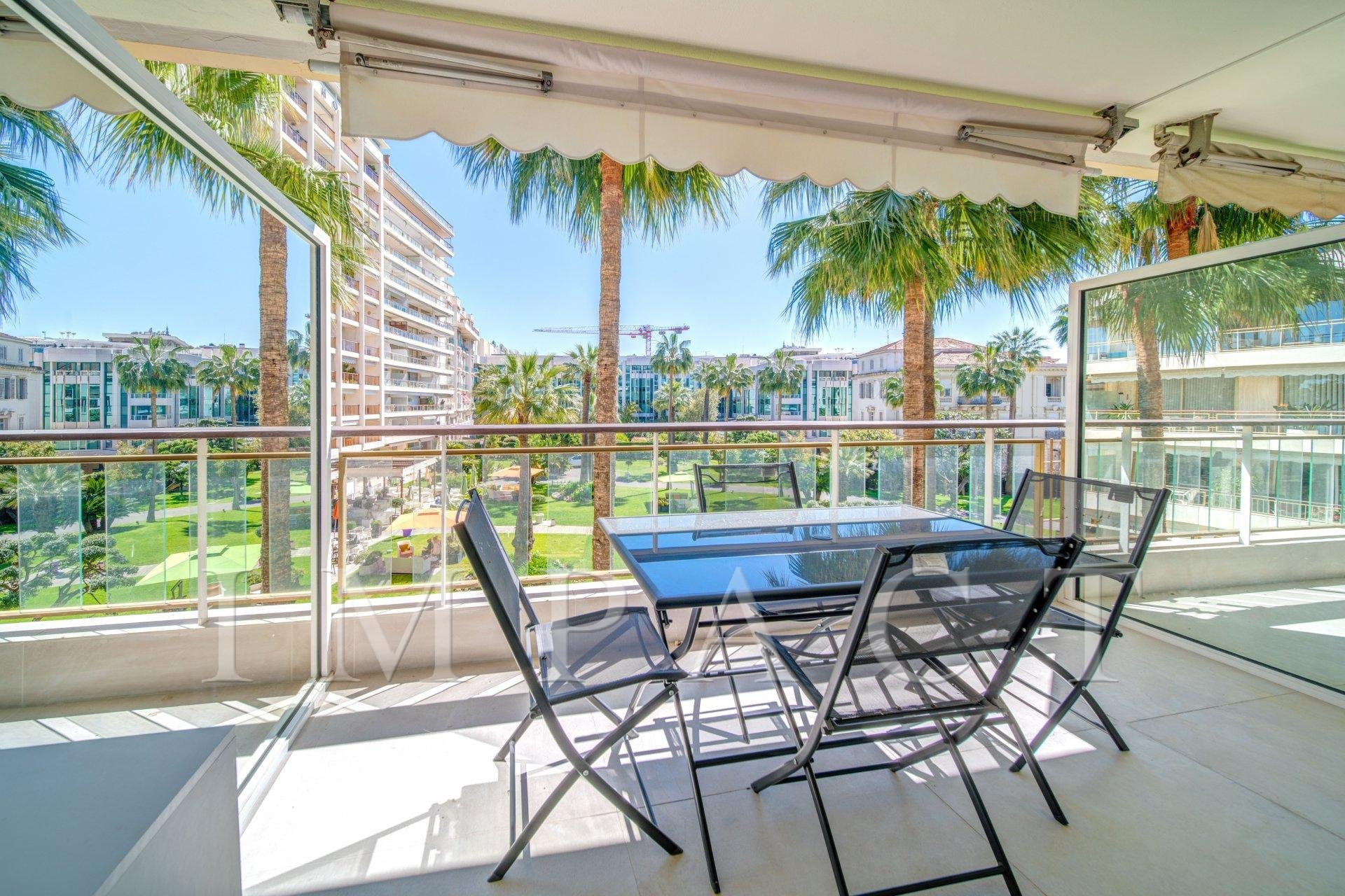 Beautiful renovated 2 bedrooms apartment on the Croisette Cannes