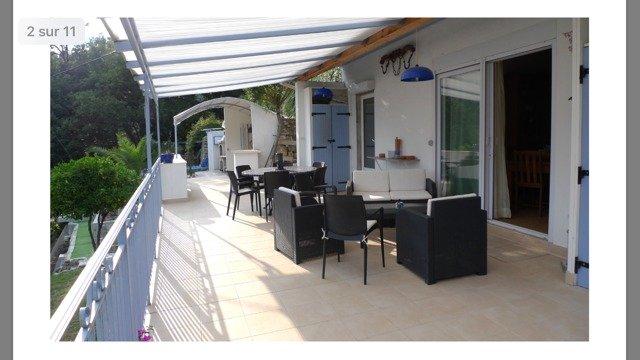 Exclusivité- Villa avec 4 chambres- petit havre de paix-terrain clôturé- Vue mer- Piscine hors-sol- Garages