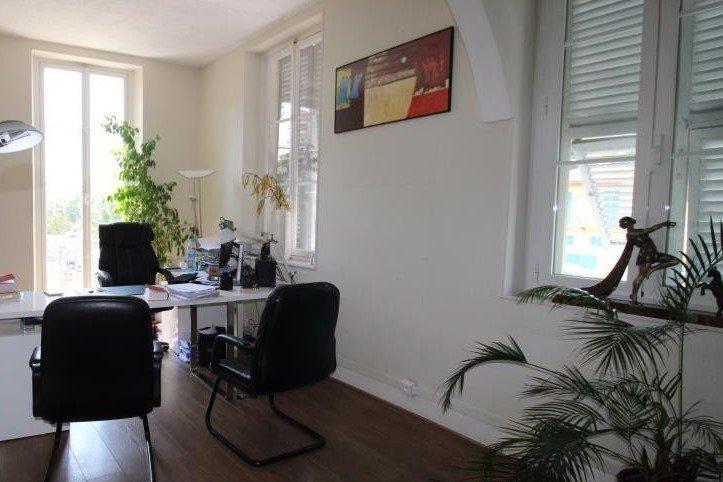 Maison de Maître sur 2 niveaux accès direct Jardin Garage