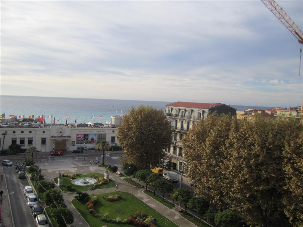 Vacances-Location Saisonnière-'' Le Régency- Jardins Biovès- Vue mer