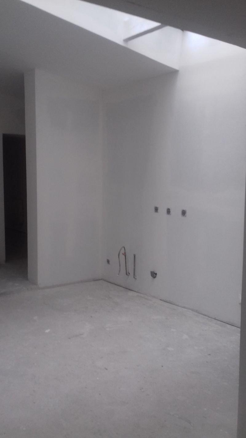 Local 81 m2 carrez transformation possibe en loft