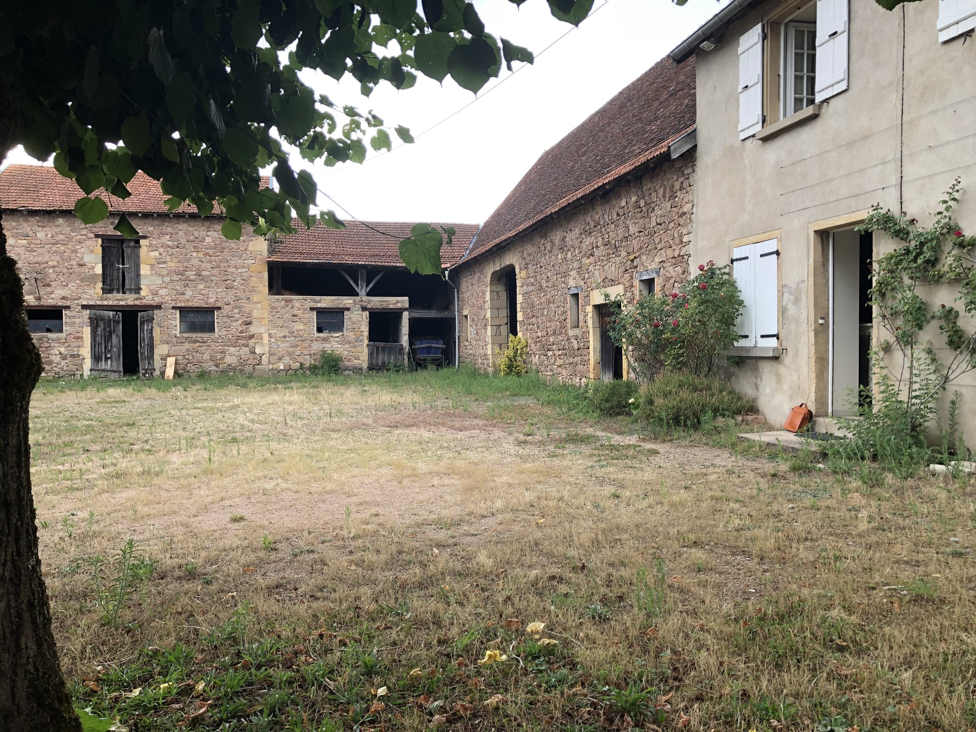 Sale Farm - La Clayette