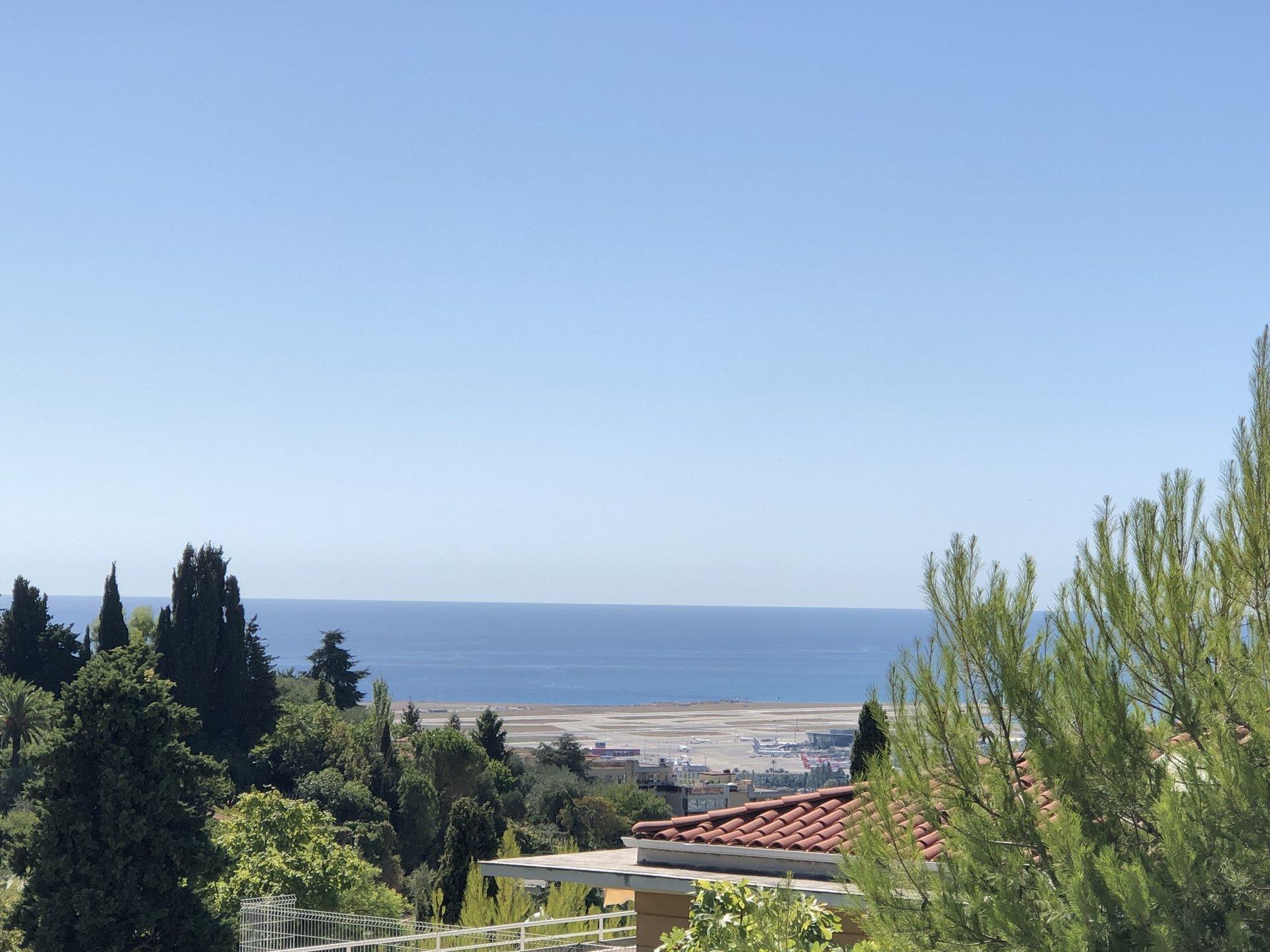 Tres rare! Un vrai appartement-villa vue mer à Fabron