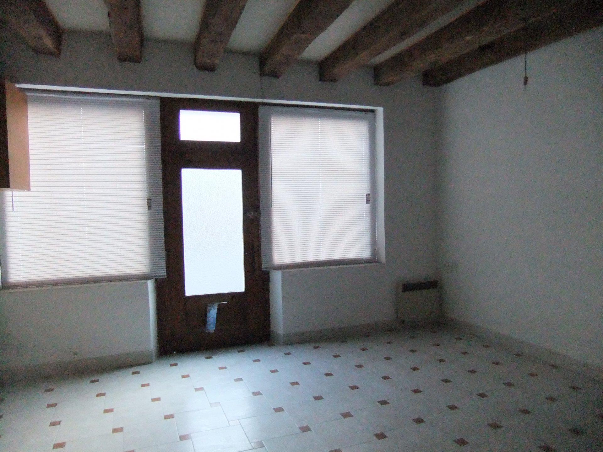 MAISON DE VILLAGE T4 de 113 m² - GARAGE - dans le bourg - pas de jardin ni cour