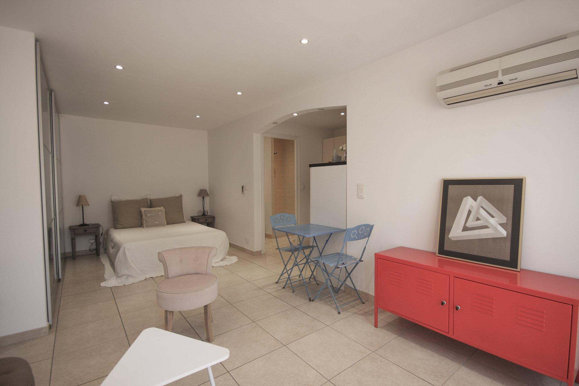 VILLA 5 ROOMS WITH POOL  AT SAINT RAPHAEL