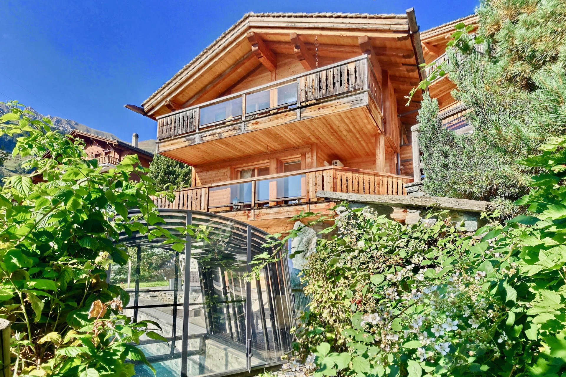 Beautiful centrally located Chalet with Pool Chalet in Chamonix