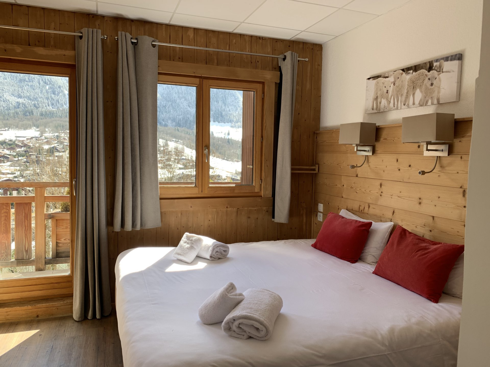 CHAMONIX - CoMMERCIAL WALLS AND COMMERCIAL PROPERTY HOTEL