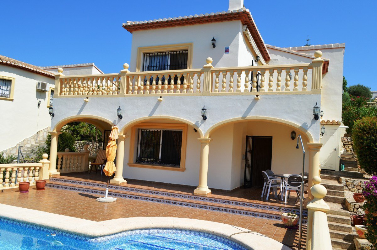 Villa on walking distance to the town of Orba