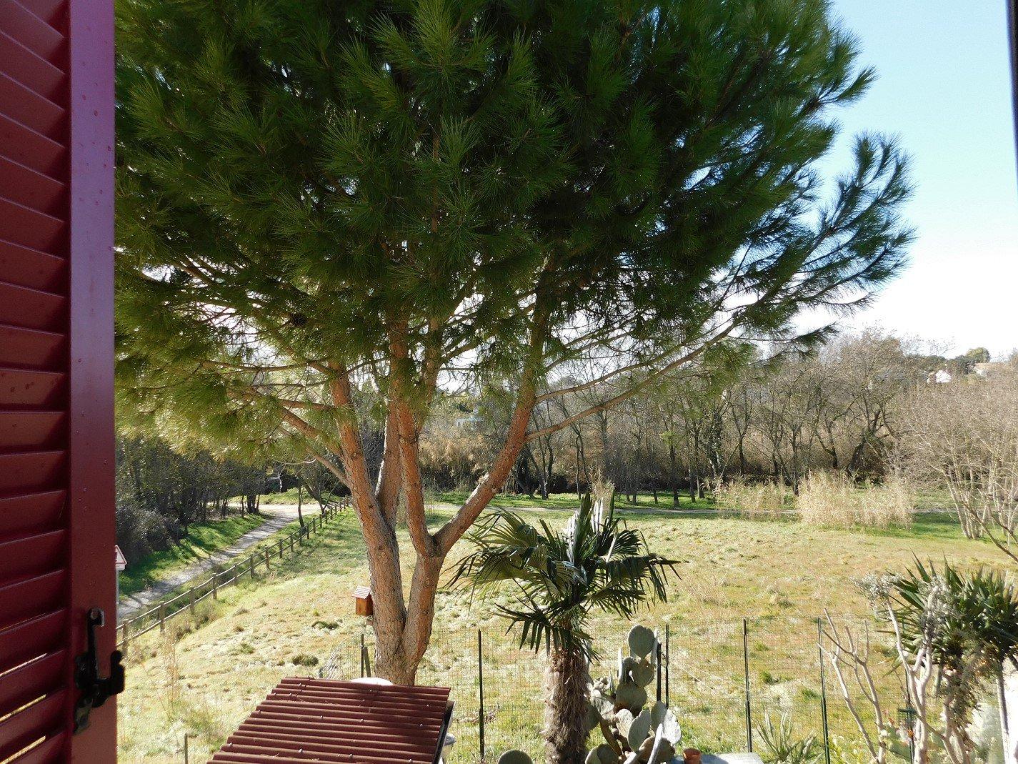Villa en parfait état avec jardin
