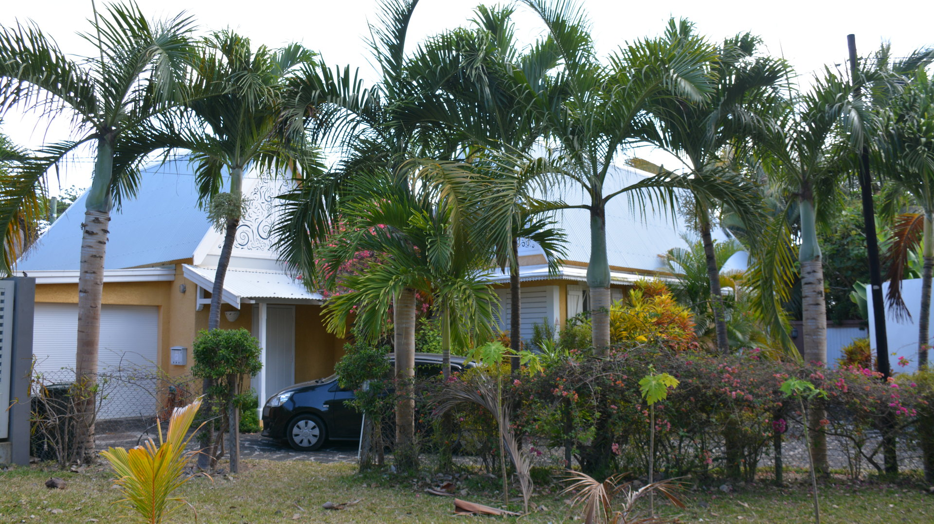 EXCEPTIONAL typical house close to the beach