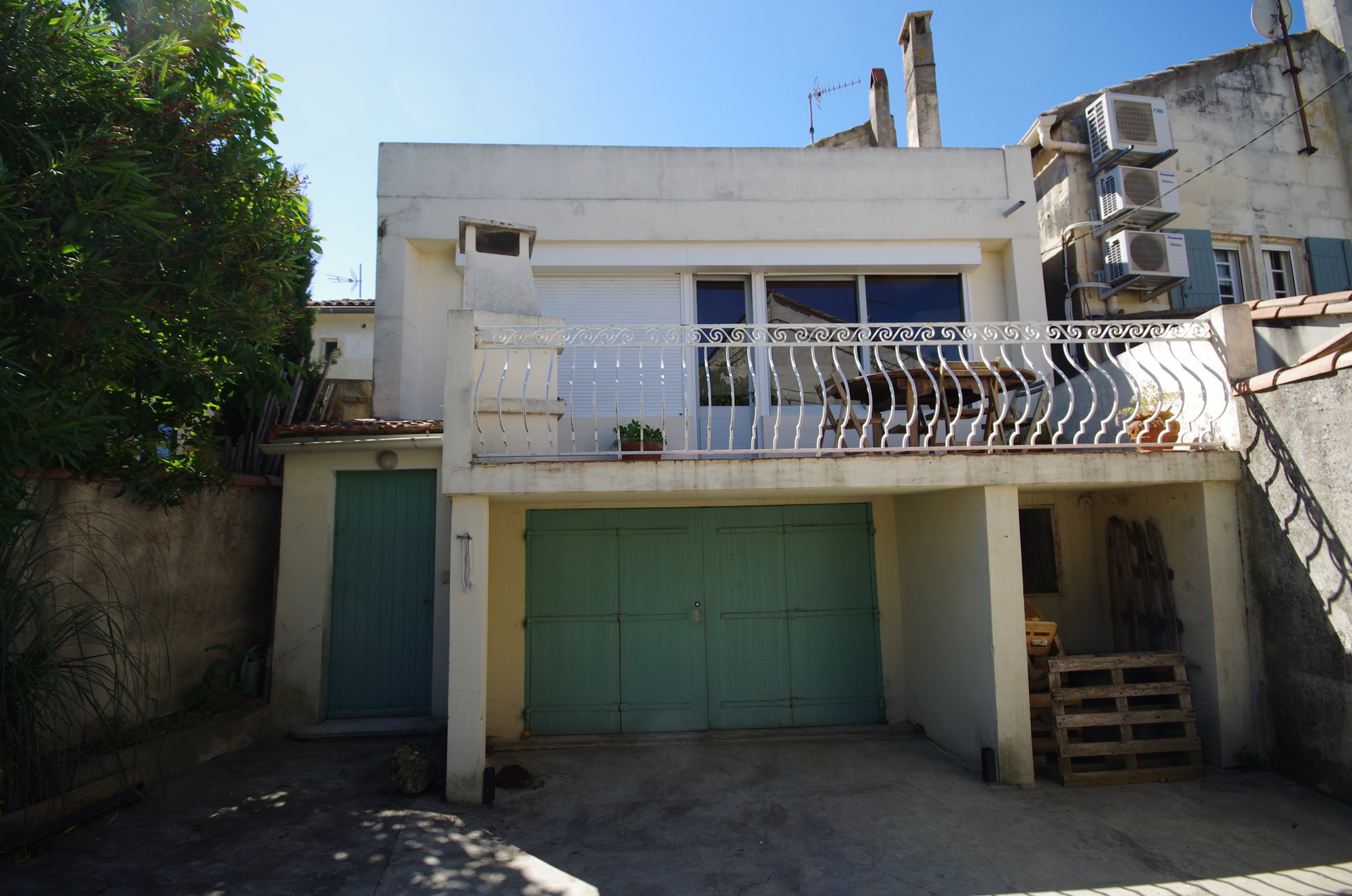 3 bedroom stone village house in the heart of Fontvieille