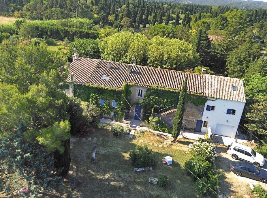 Entre Alpilles et centre ville, MAS ancien de 180 m² env. et 4 logements locatifs à vendre