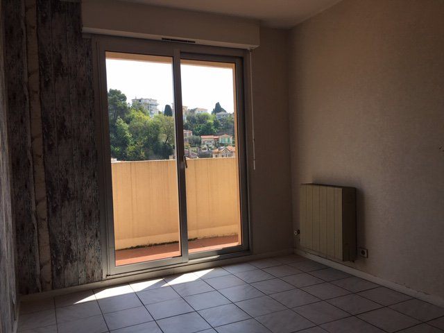 CHAMBRUN : 4 PIECES 80M² - TERRASSE - PARKING