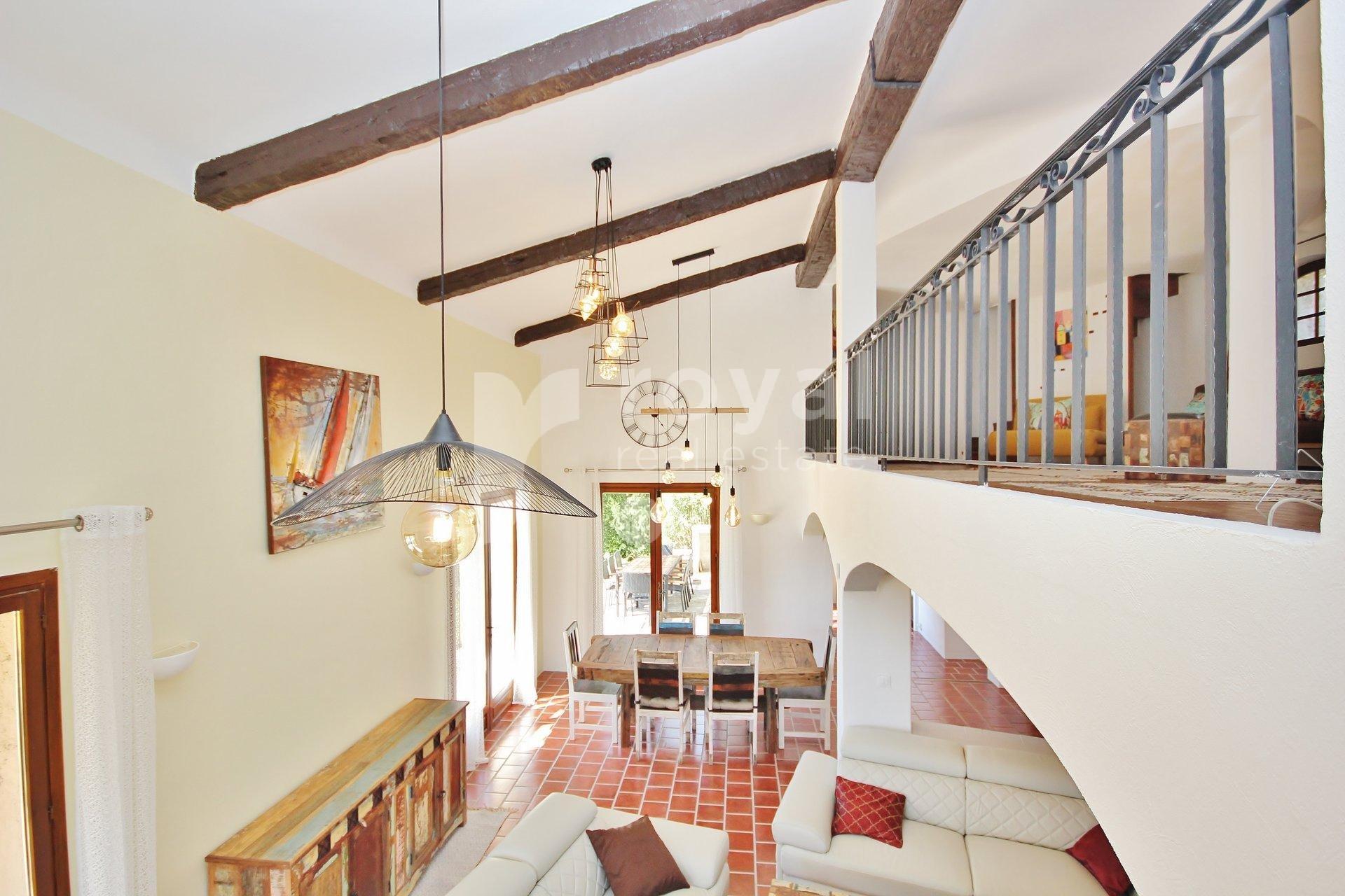 Villa à louer meublée, à Mougins