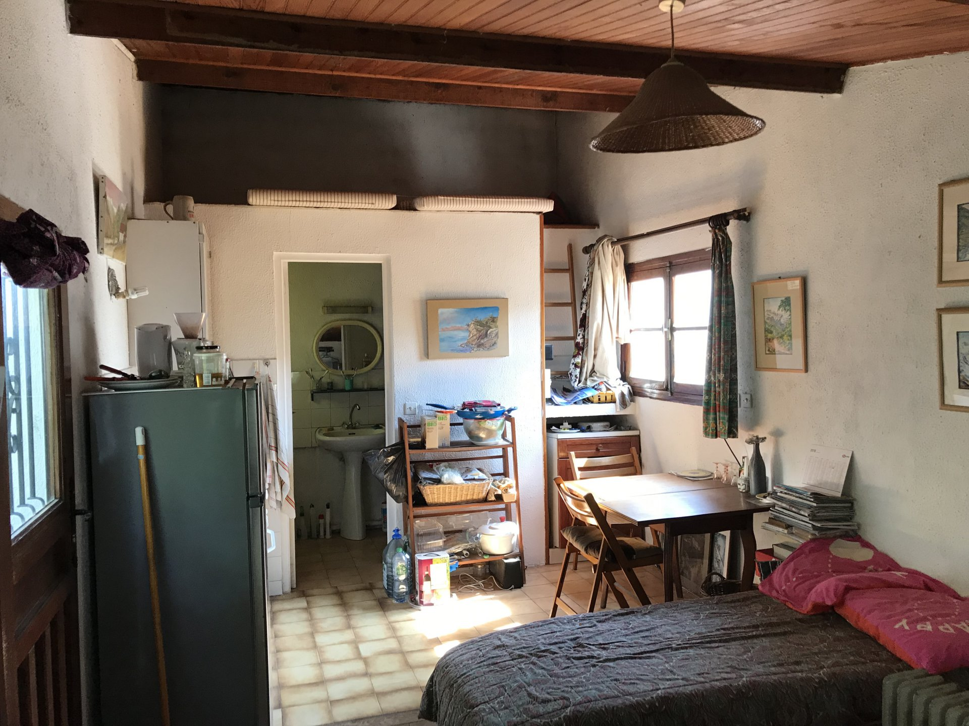 Studio indépendant à l'étage