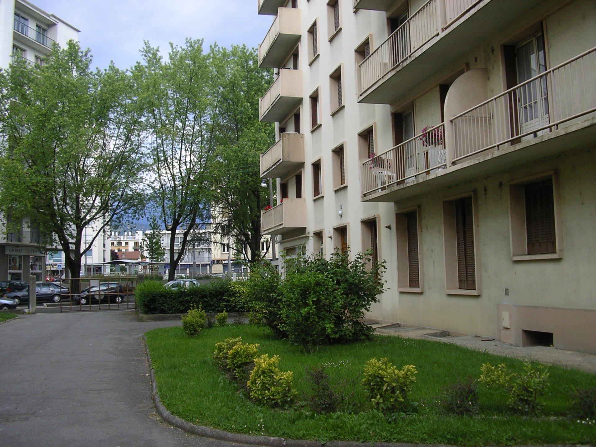 T3 GRENOBLE  proche universités-stade des Alpes