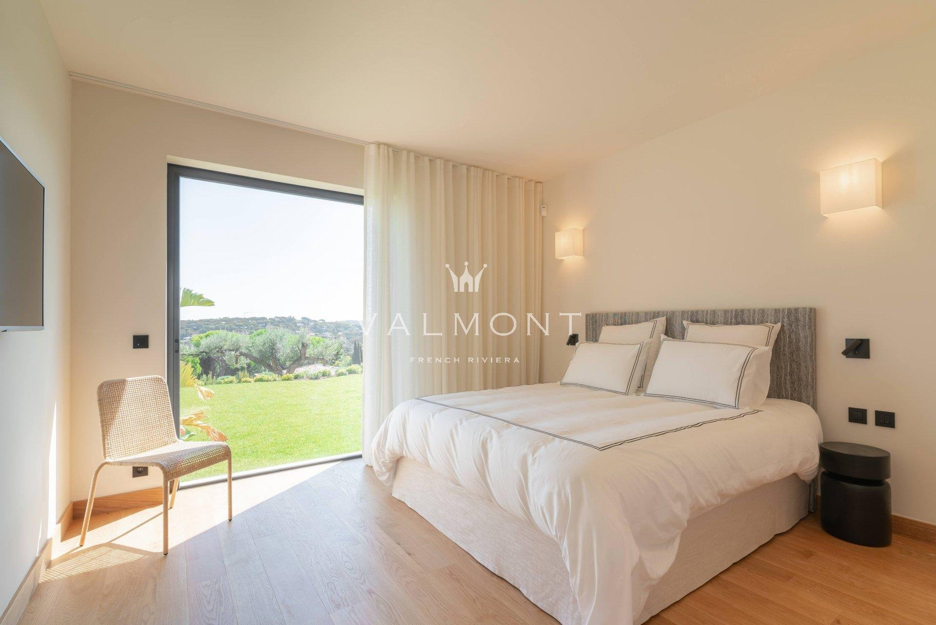 BRAND NEW VILLA WITH AMAZING VIEWS OVER PAMPELONNE AND COUNTRYSIDE