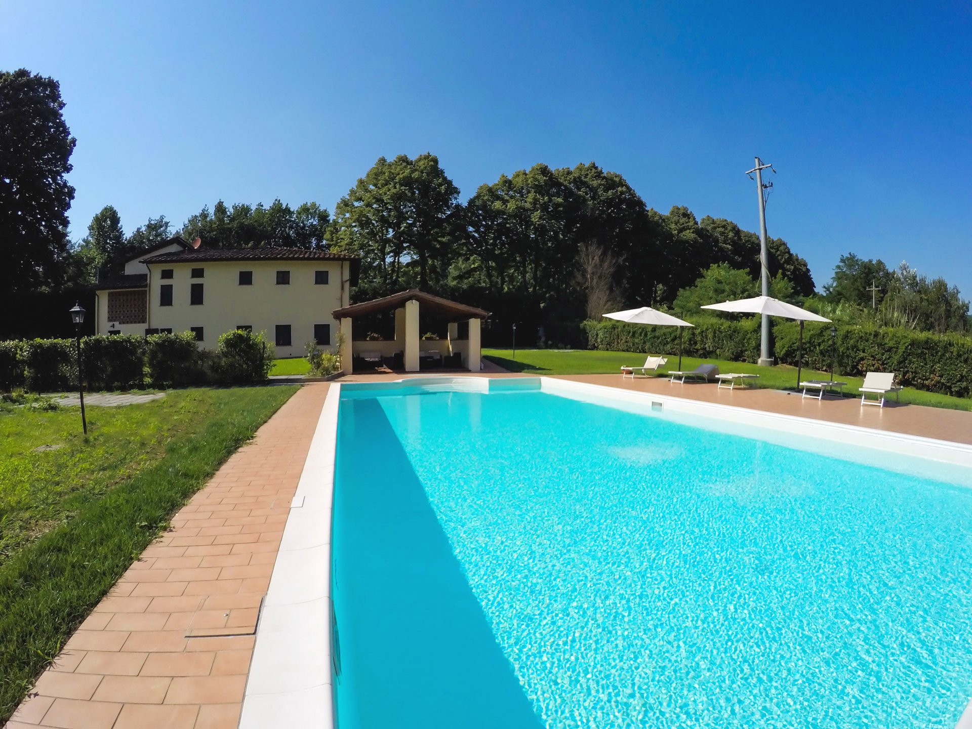 ITALY, TUSCANY, LUCCA, APARTMENT IN VILLA, 4 PERSONS, POOL