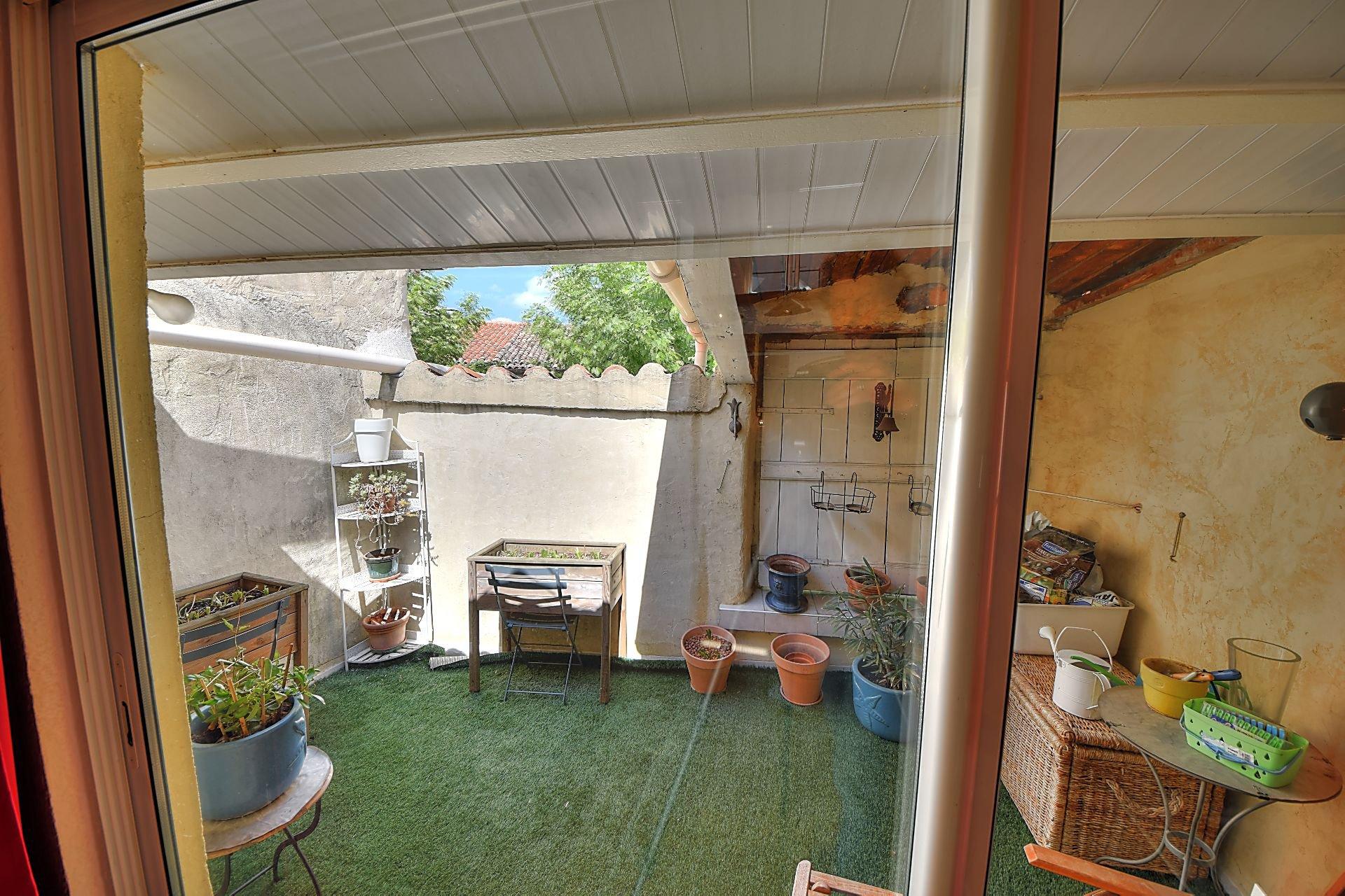 Triplex entièrement rénové avec terrasse Aups Var