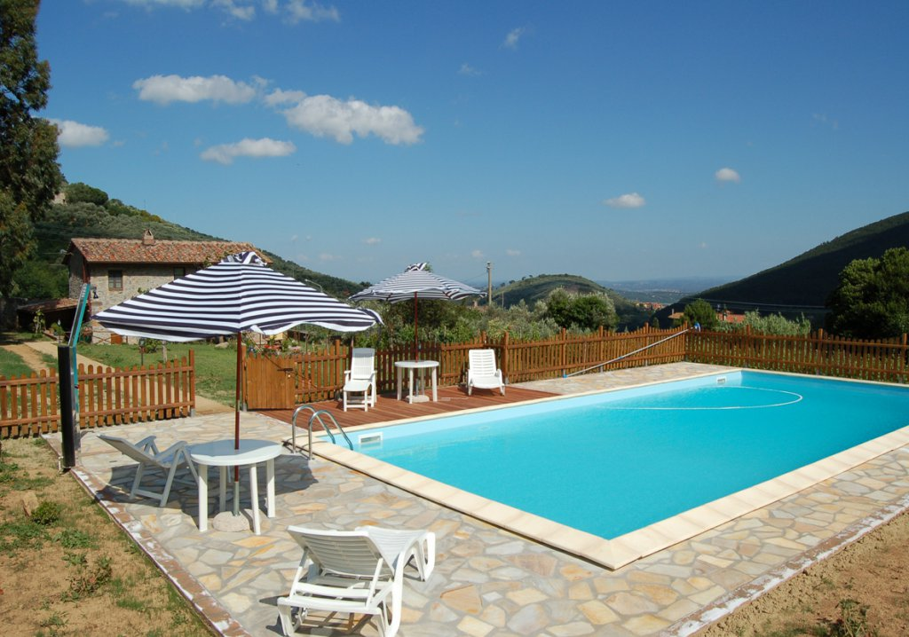 ITALY, TUSCANY, PISA PROVINCE, FARMHOUSE WITH POOL, 4 PERSONS