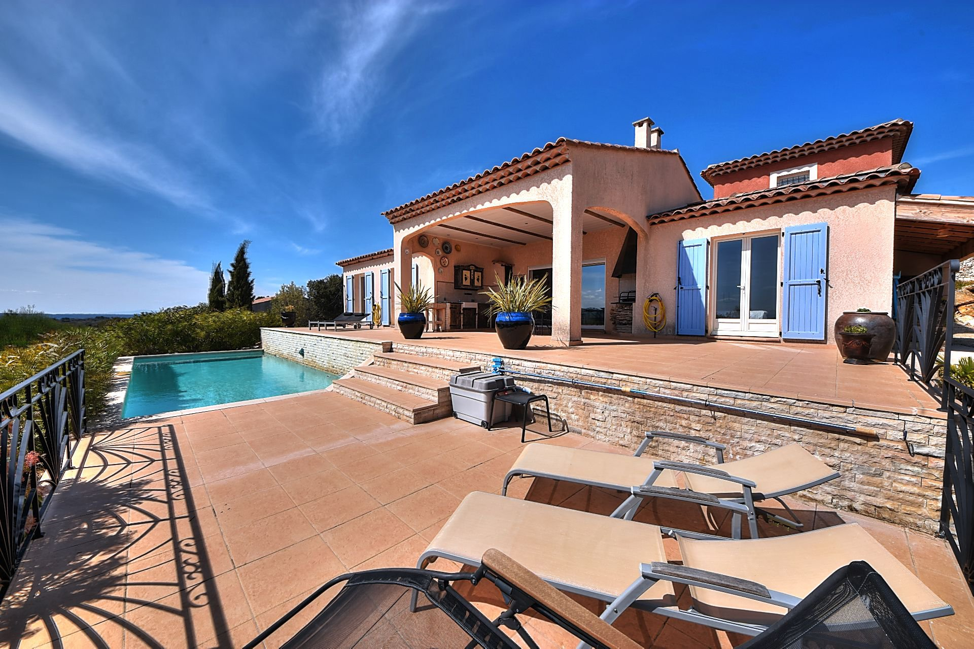 Villa 3 bedrooms, pool, panoramic view Régusse Var Provence