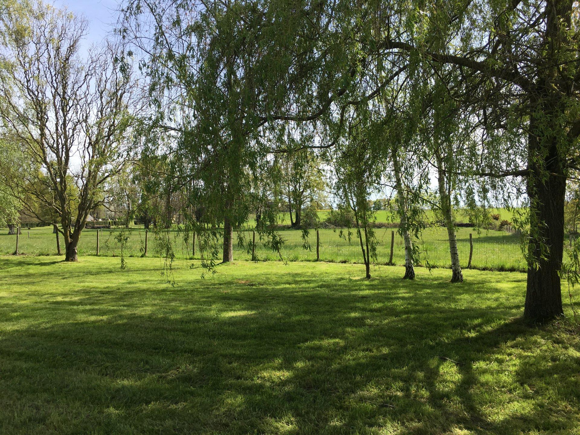 Longère mitoyenne 130 m² hab-terrain de 6710 m²