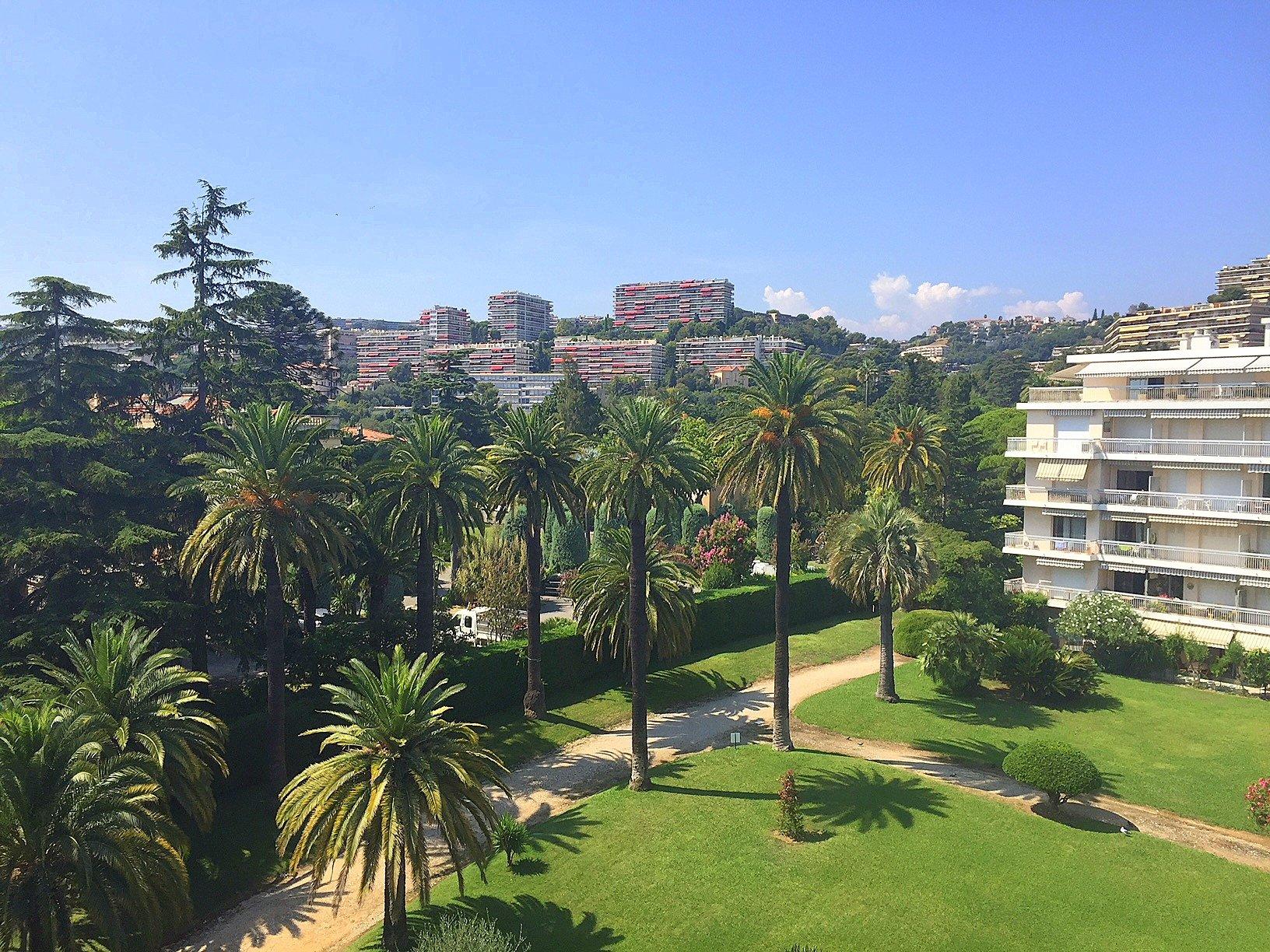 Nice Bas Fabron Toit terrasse 4p vue jardins