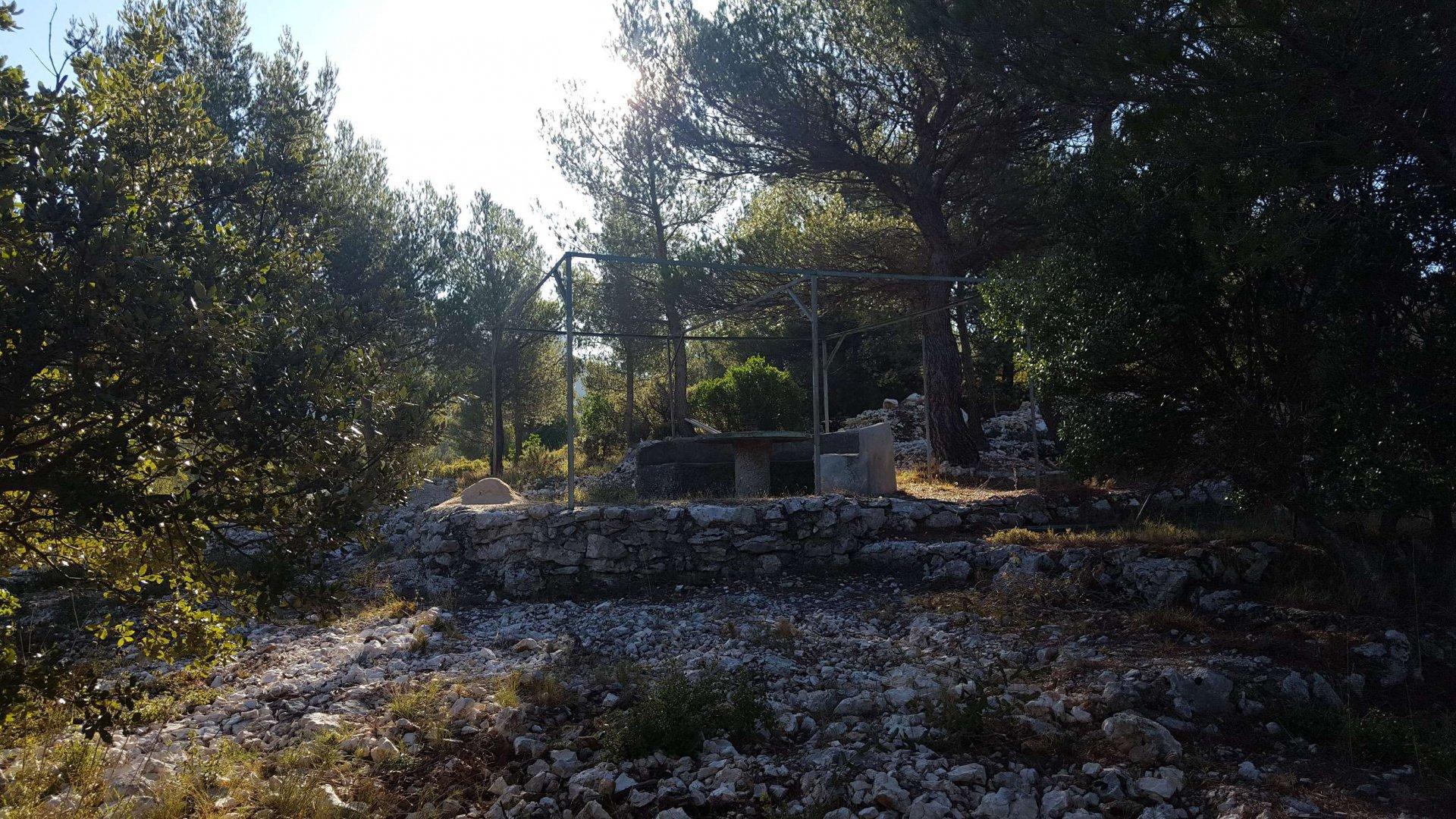 Cabanon 36 m² sur 5000 m² en pleine nature