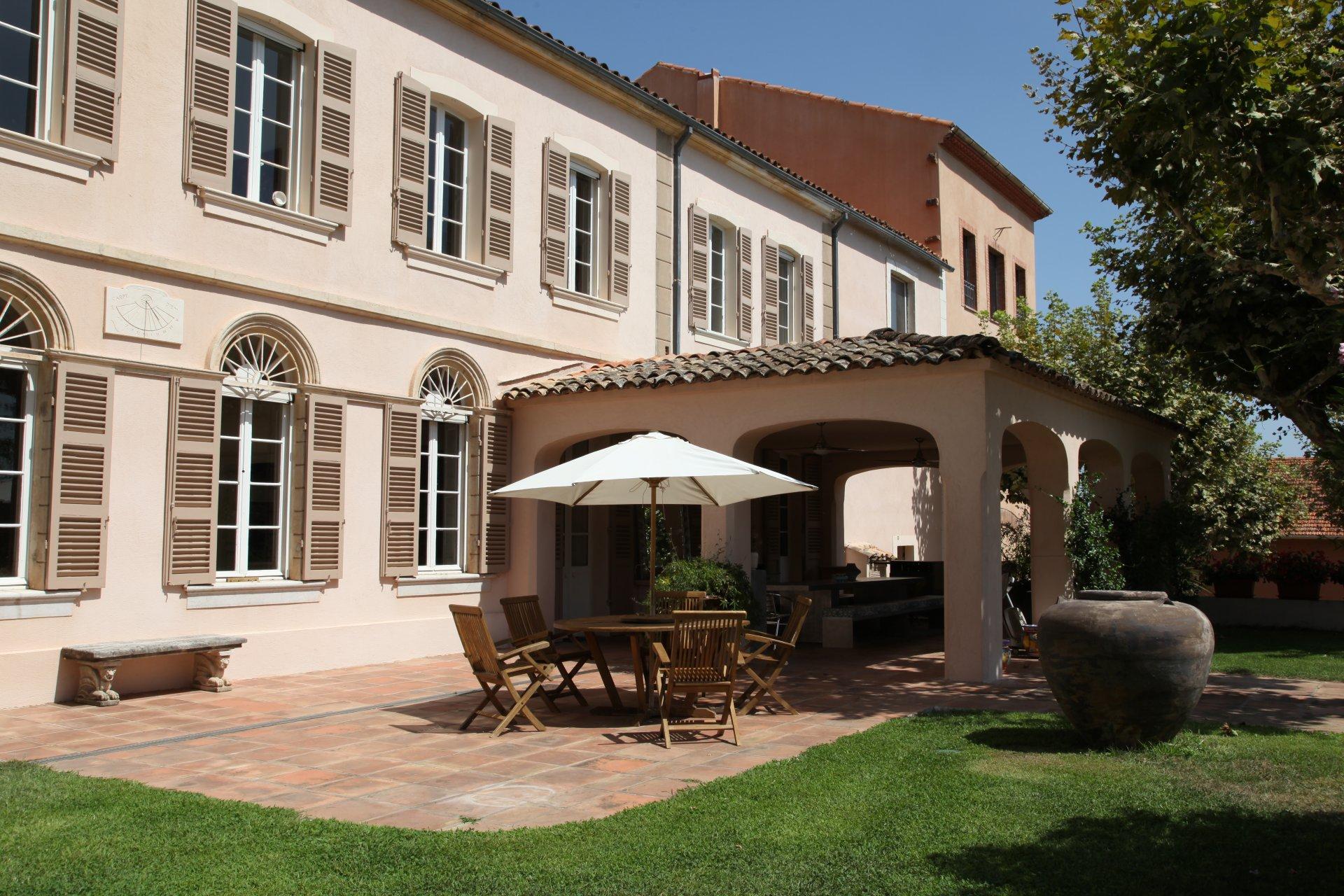 LE CANNET DES MAURES (83340) - Domaine de 10 hectares - Bastide de 9 chambres - Piscine et tennis
