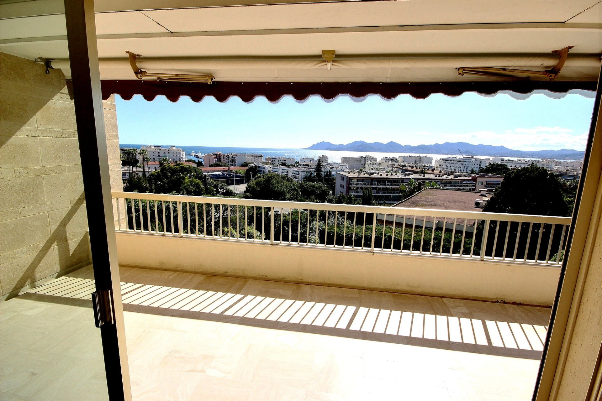 Cannes Basse California spacious apartment with sea view and swimming pool