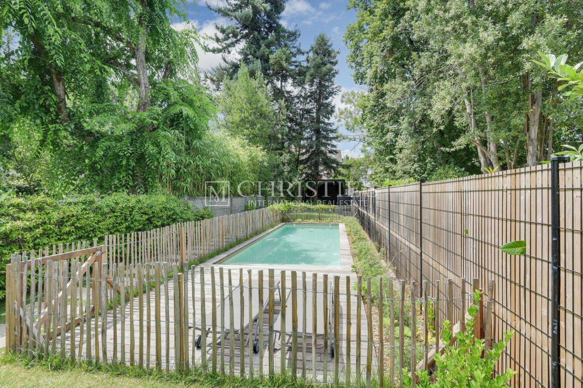 Bordeaux beautiful family home - swimming pool and garage