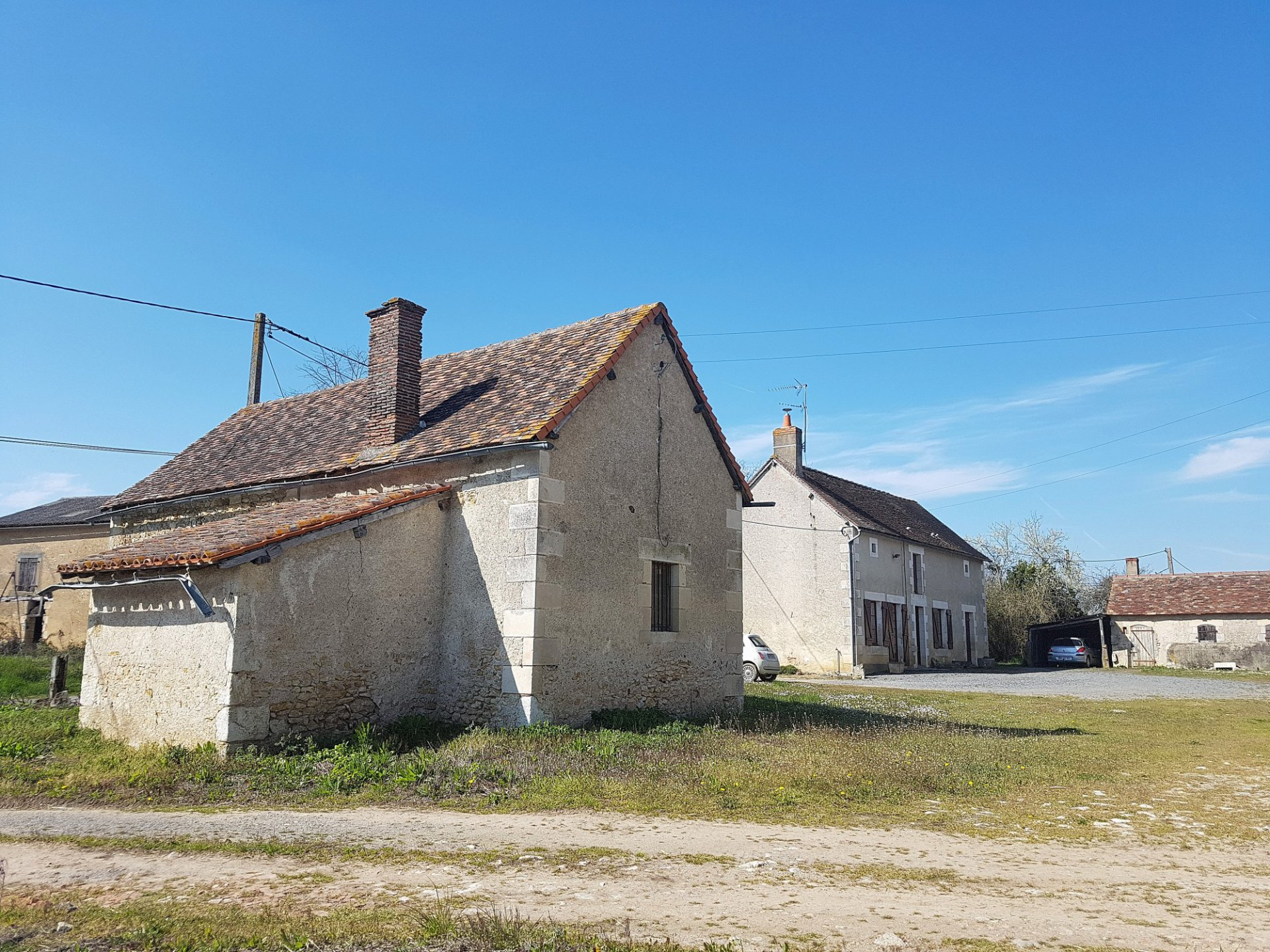 Near Montmorillon, Vienne (86): house with outbuildings