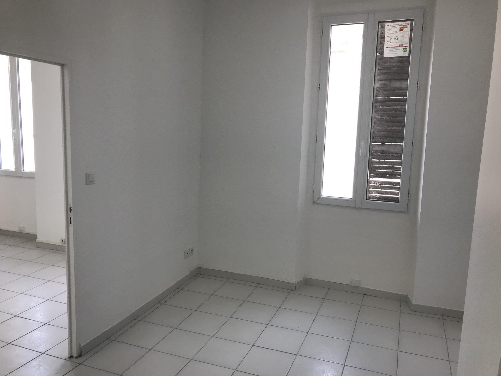 Rental Apartment - Marseille 4ème Les Chartreux